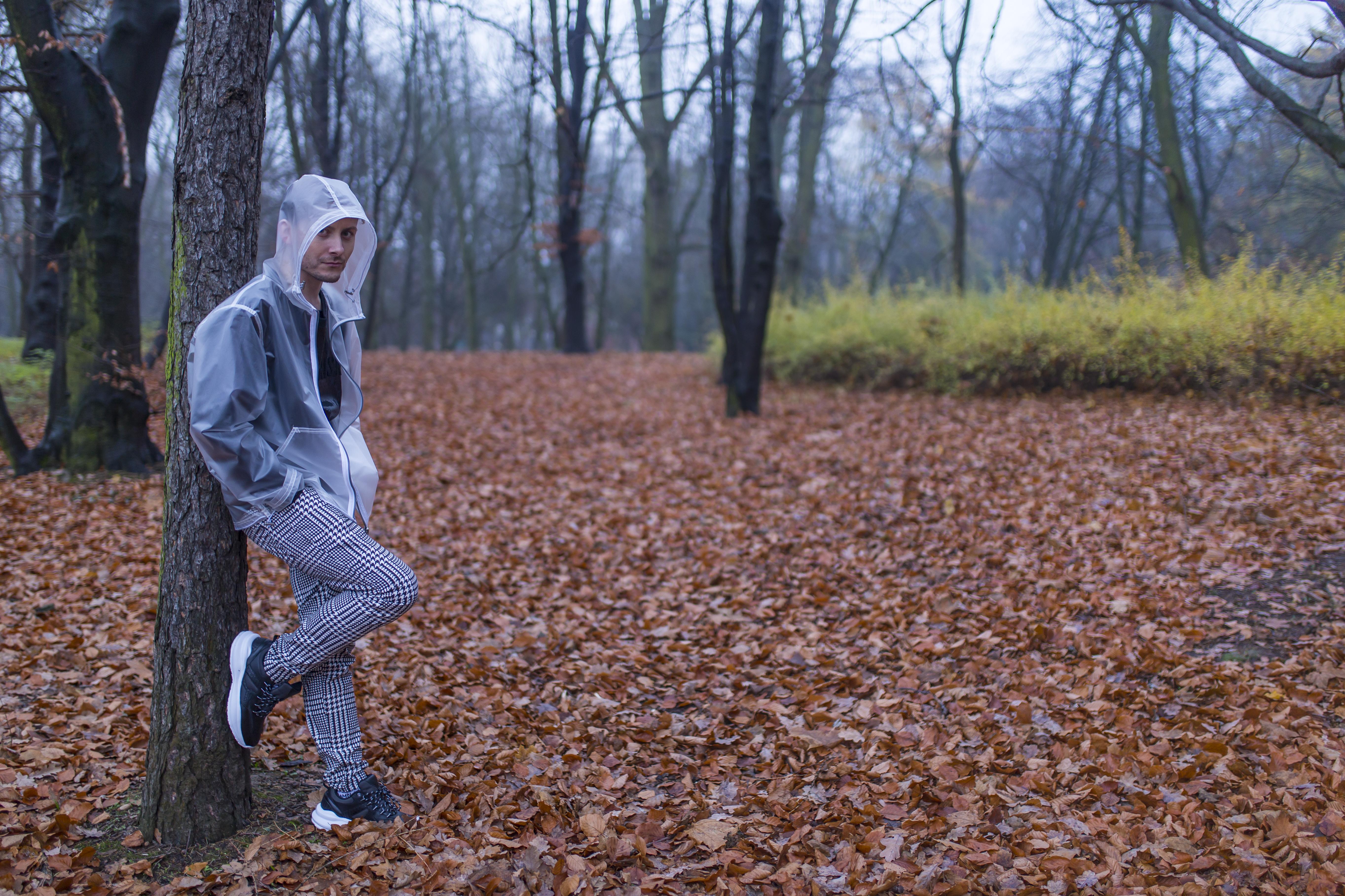 sesja-modowa-w-lesie-modny-las-chanel-po