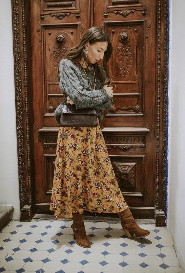 terrastyll-sweter-szary-sukienka-w-kwiat