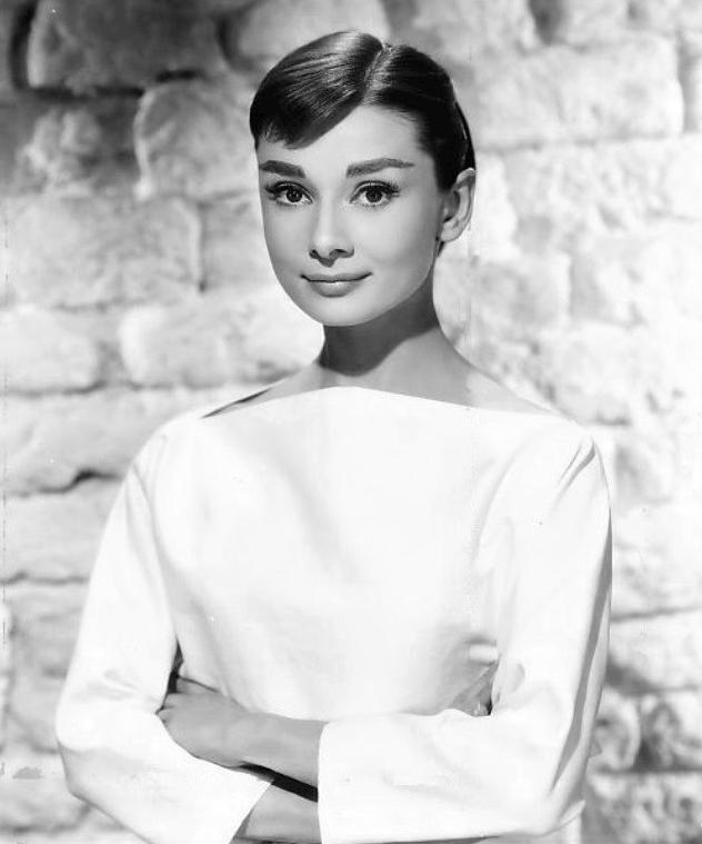 Audrey_Hepburn_1956-style-styl-biografia