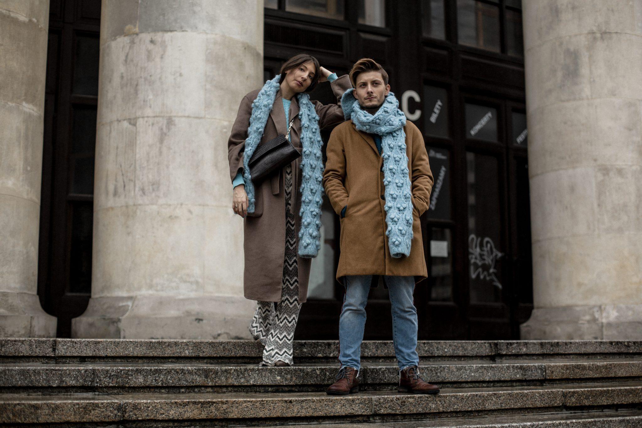 moda-dla-niej-i-dla-niego-niebieski-szal