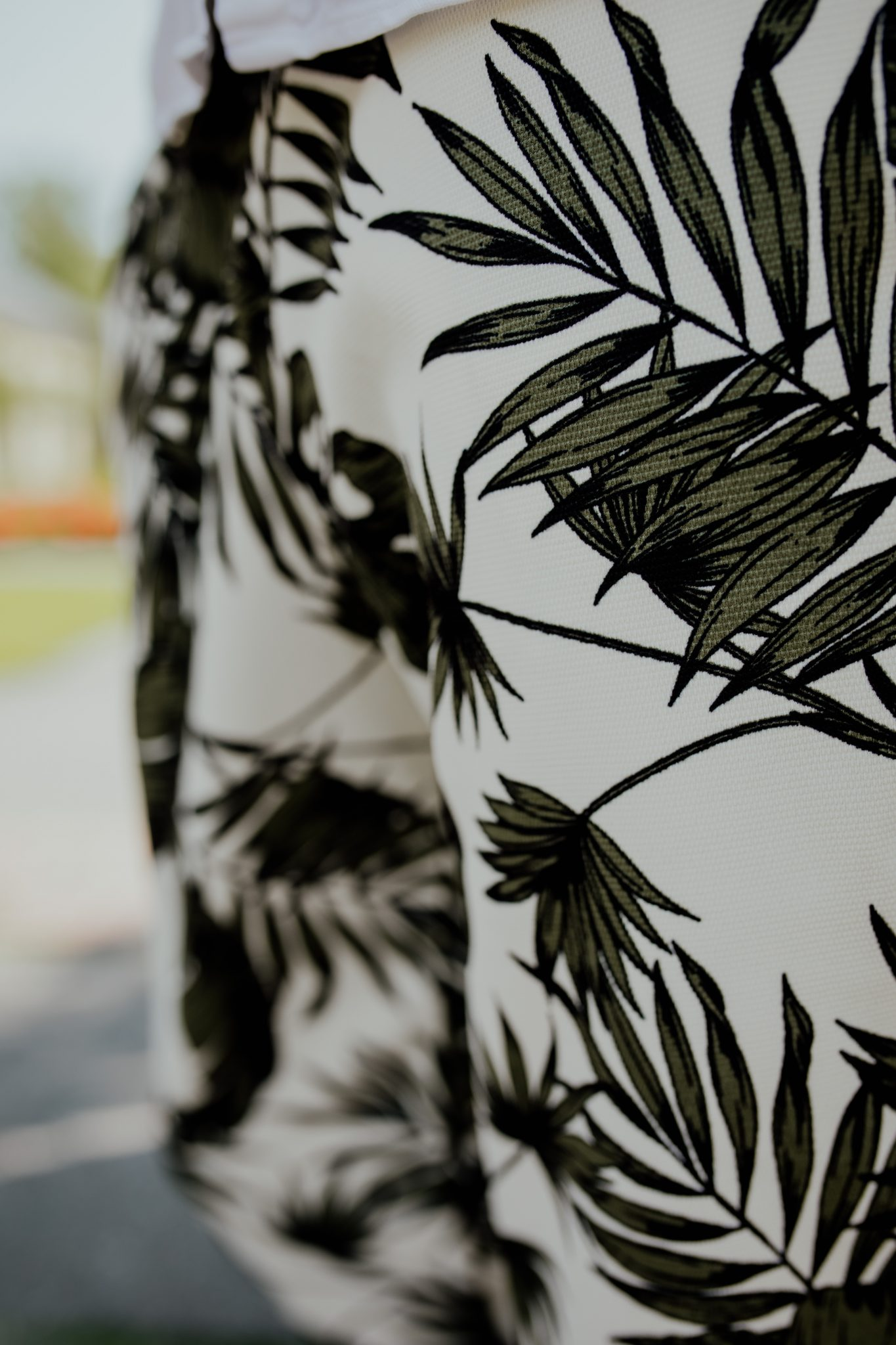 spodnie-m%C4%99skie-detal-print-tropikal