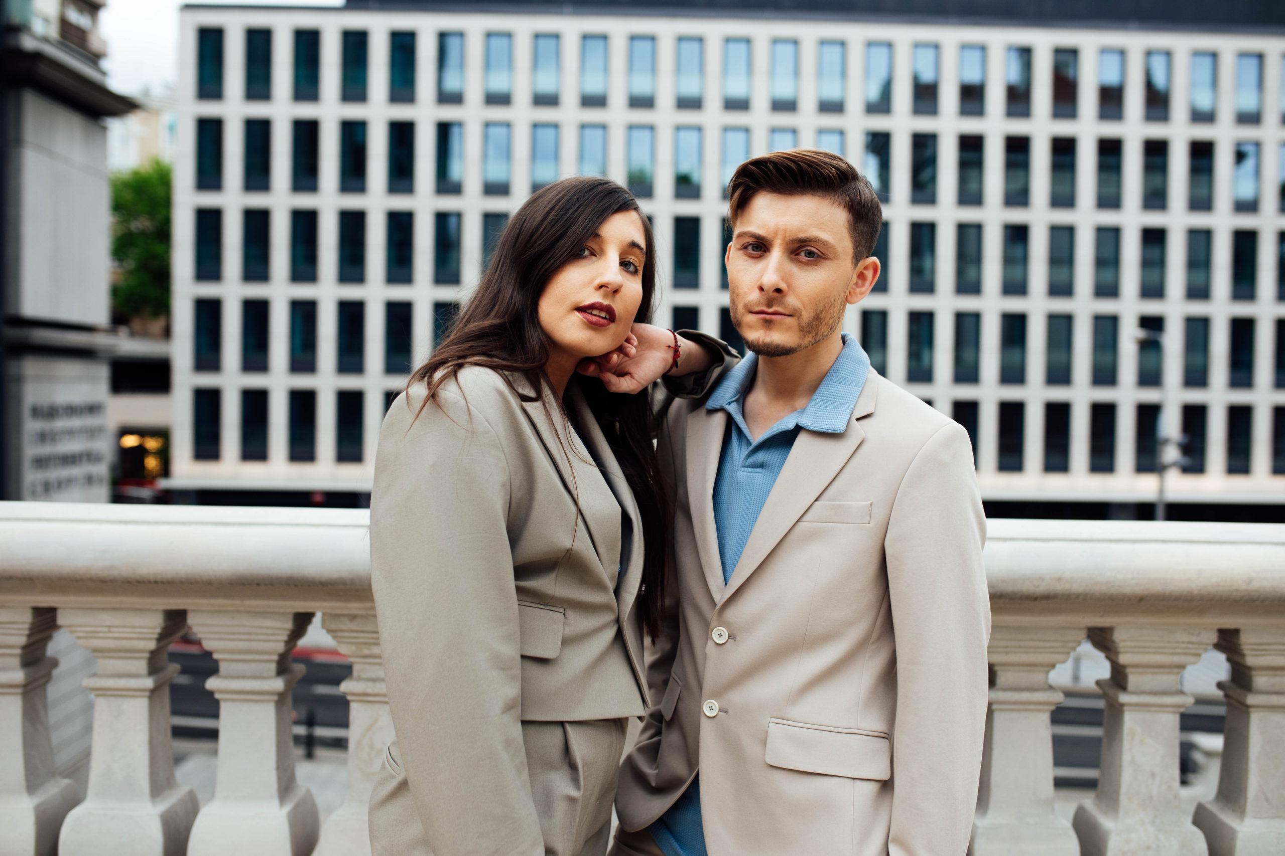 fashion-couple-anrika-i-szafa-gra-para-b